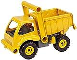 Tractor de juguete hecho con materiales reciclados